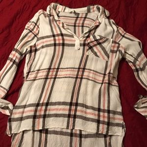 BKE Brand Hi Low Plaid Top Size Large